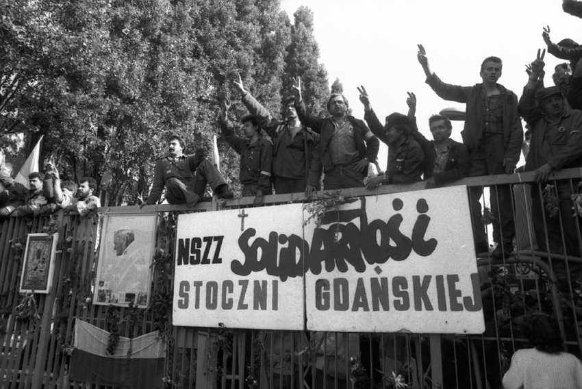 Znalezione obrazy dla zapytania rok 1980