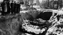 Ekshumacja zwłok polskich oficerów zamordowanych w Katyniu, 1943 rok. Fot. PAP/CAF/Archiwum