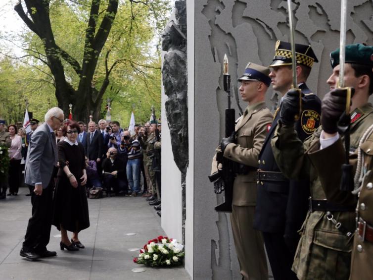 W Warszawie uroczyście odsłonięto pomnik rotmistrza ...
