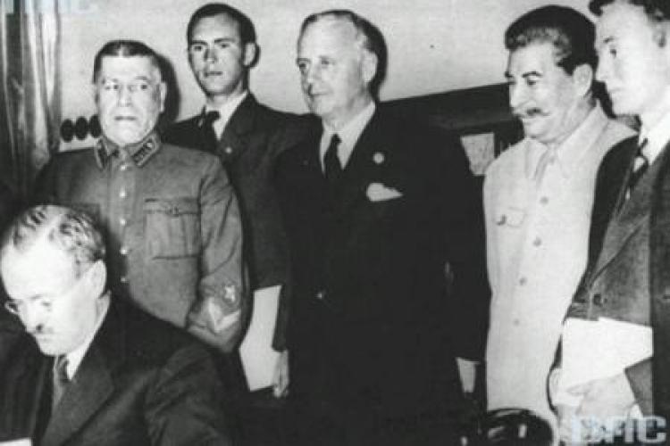 Podpisanie paktu Ribbentrop-Mołotow. Moskwa, 23 sierpnia 1939 r. Fot. NAC