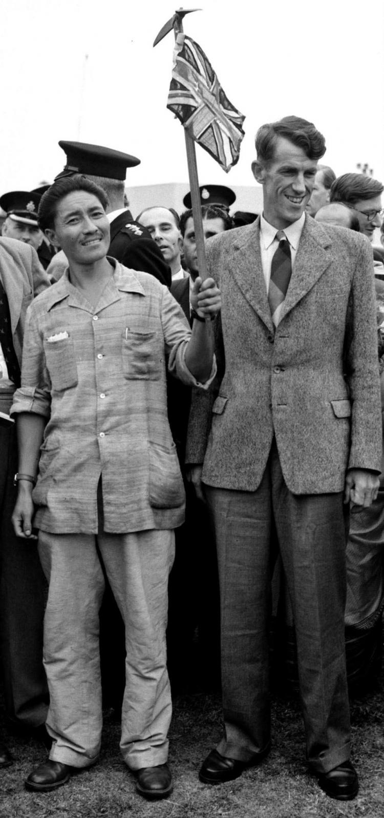 Zdobywcy Mount Everestu - Edmund Hillary (R) i Sherpa Tenzing Norgay (L), 1953 r. Fot. PAP/picture dated 03 July 1953 of Mount Everest conquerors Edmund Hillary (R) and Sherpa Tenzing Norgay (L). Fot. PAP/EPA