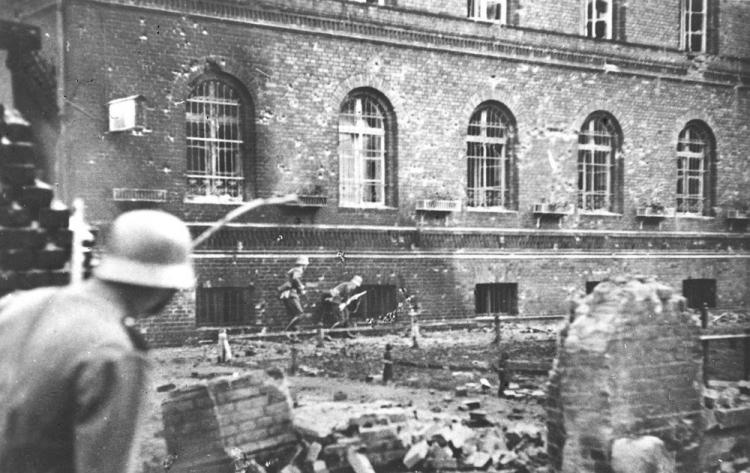 Transmisja obchodów 81. rocznicy rozstrzelania Obrońców Poczty Polskiej w Gdańsku