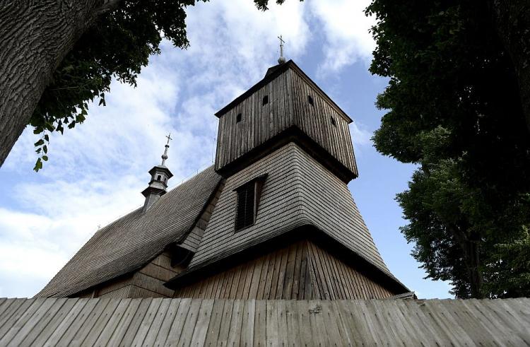 Pochodzący z XVI wieku drewniany kościół parafialny pw. Wszystkich Świętych w Bliznem w 2003 r. wpisany na Listę Światowego Dziedzictwa Naturalnego i Kulturalnego UNESCO. Fot. PAP/D. Delmanowicz
