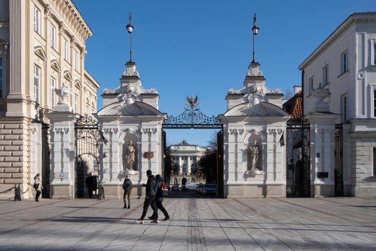 Brama Uniwersytetu Warszawskiego na Krakowskim Przedmieściu. Fot. PAP/Archiwum Kalbar