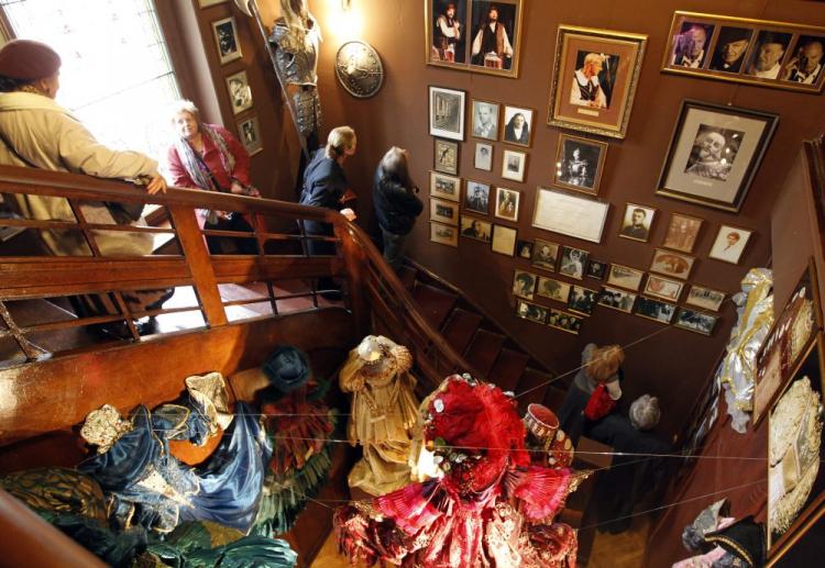 """Otwarcie ekspozycji stałej pt. """"Muzeum Barbary i Stanisława Ptaków"""". Katowice, 19.11.2011. Fot. PAP/A. Grygiel"""